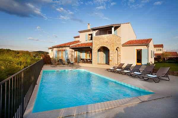 Villa i Baredine
