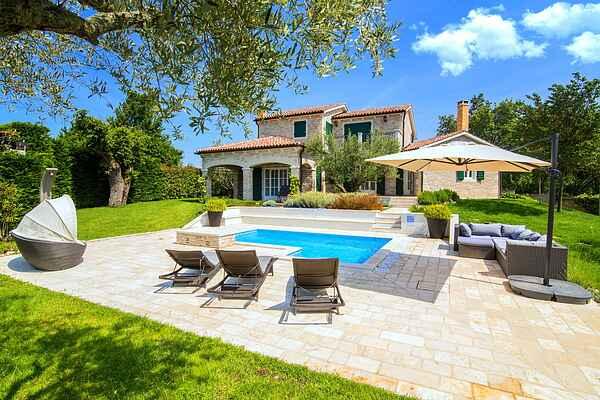 Villa in Banki