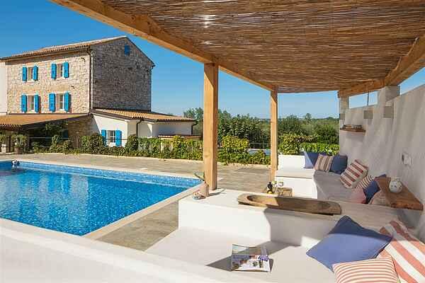 Traditionel stenvilla med pool til 10 personer, 4 bade.