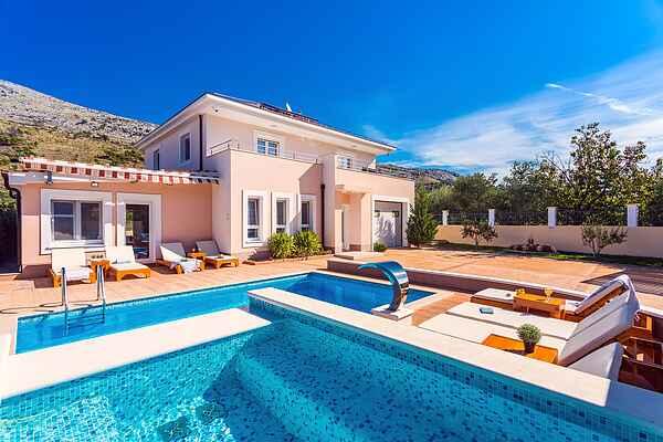 VILLA MILLA with private pool, jacuzzi, sauna, gym, max.8pax
