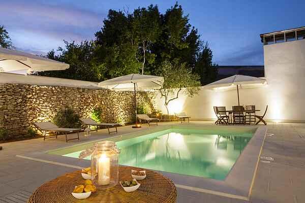 Hof mit Pool, Nähe von Gallipoli