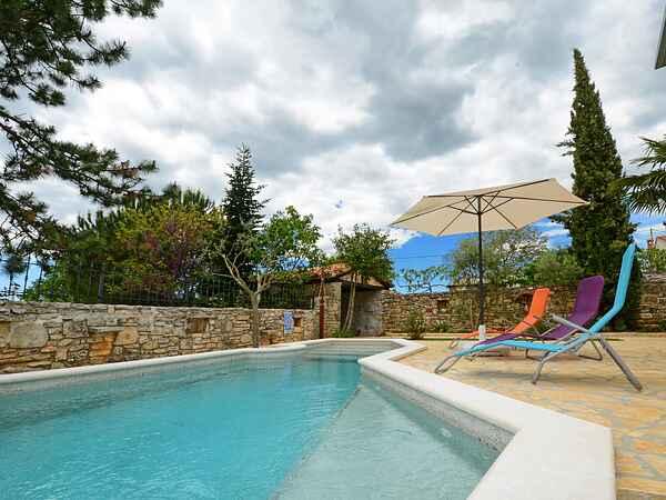 Smuk Istrisk stenhus med privat pool og have